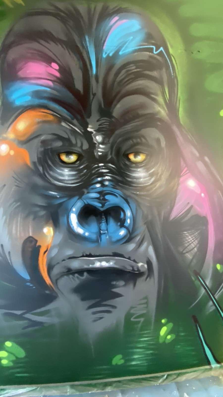 Amazon_Völklingen_2021_Gorilla_Pflanzen_Tier_innen_grün_grau_bunt_graffiti_Logistik_05_artmos4_graffitiauftrag_graffitikuenstler