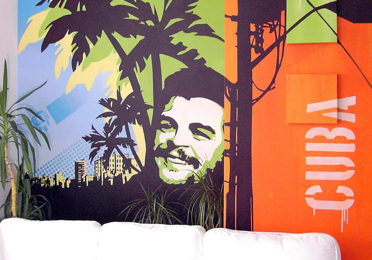 graffitiauftrag-graffitikuenstler-artmos4-cuba-cafe-mensch-silhouette-gruen-orange