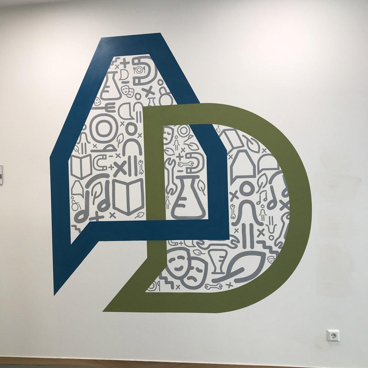 graffitiauftrag-graffitikuenstler-artmos4-da-di-werk-albrecht-duerer-schule-innen-netz-logo-illustrativ-folie