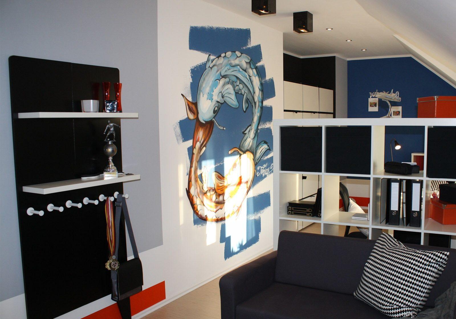 graffitiauftrag-graffitikuenstler-artmos4-zuhause-im-glueck-koi-fische-blau-orange-illustrativ
