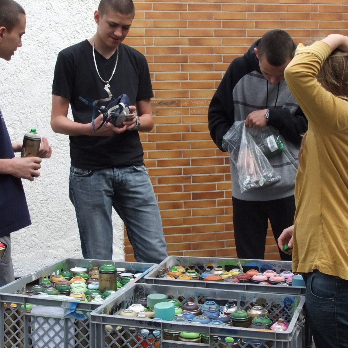 graffitiauftrag_graffitikuenstler_graffitikids_artmos4_schiller_schule_event_graffiti_offenbach_3
