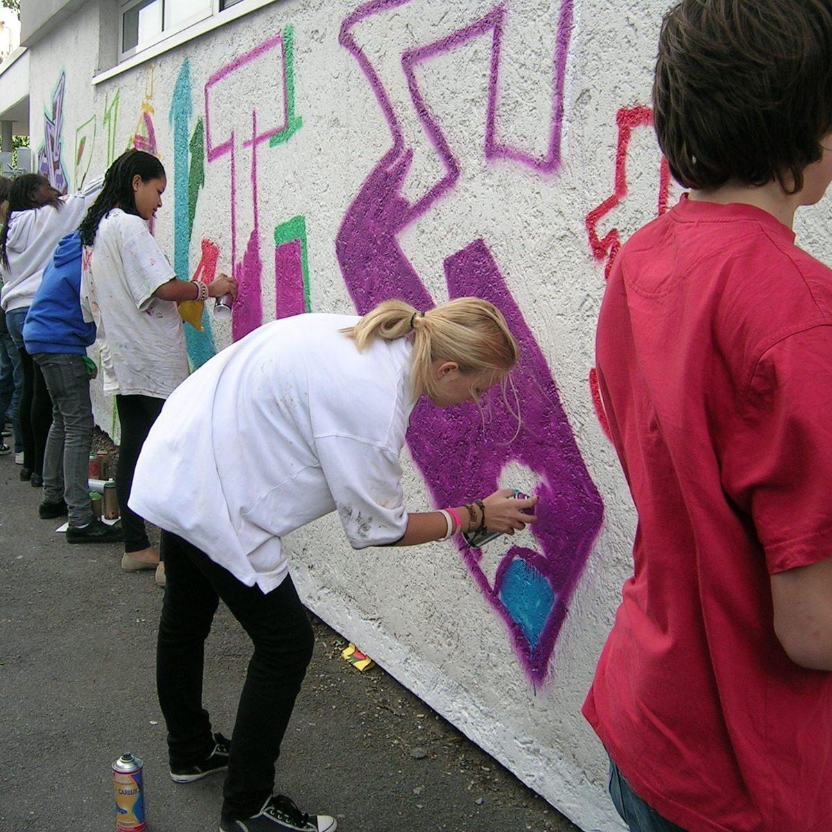 graffitiauftrag_graffitikuenstler_graffitikids_artmos4_schiller_schule_event_graffiti_offenbach_6