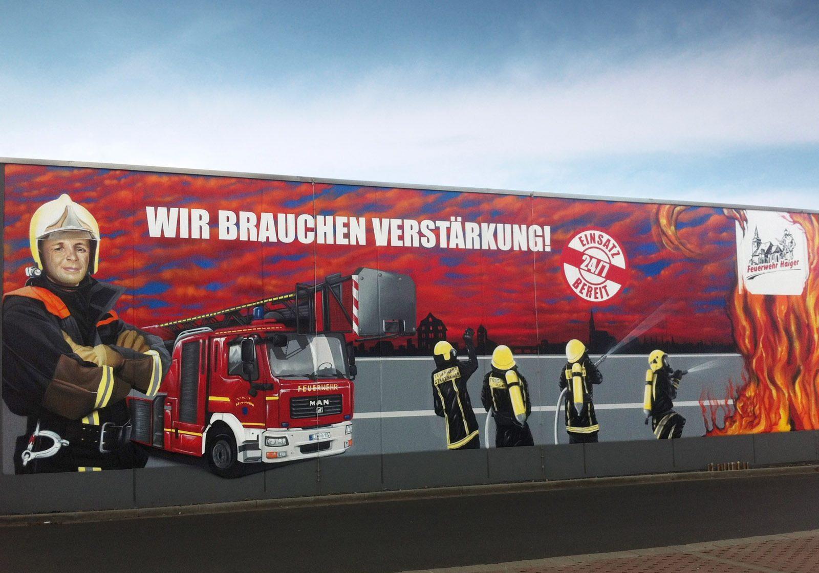 graffitikuenstler-graffitiauftrag-artmos4-feuerwehr-haiger-fotorealistisch-auto-menschen-logo