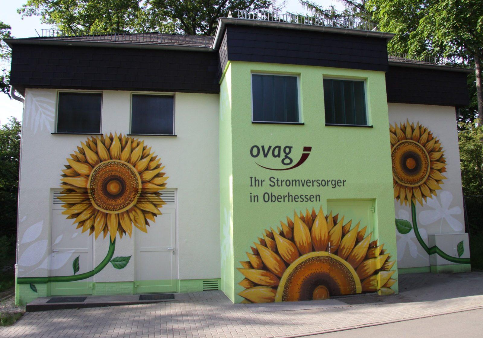 graffitikuenstler-graffitiauftrag-artmos4-ovag-trafostation-pflanzen-fotorealistisch