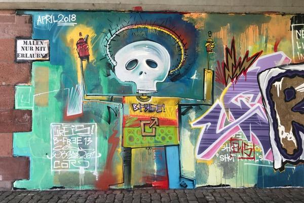 graffiti_graffitiauftrag_artmos4_basquiat_livingwalls_abstrakt_bunt_