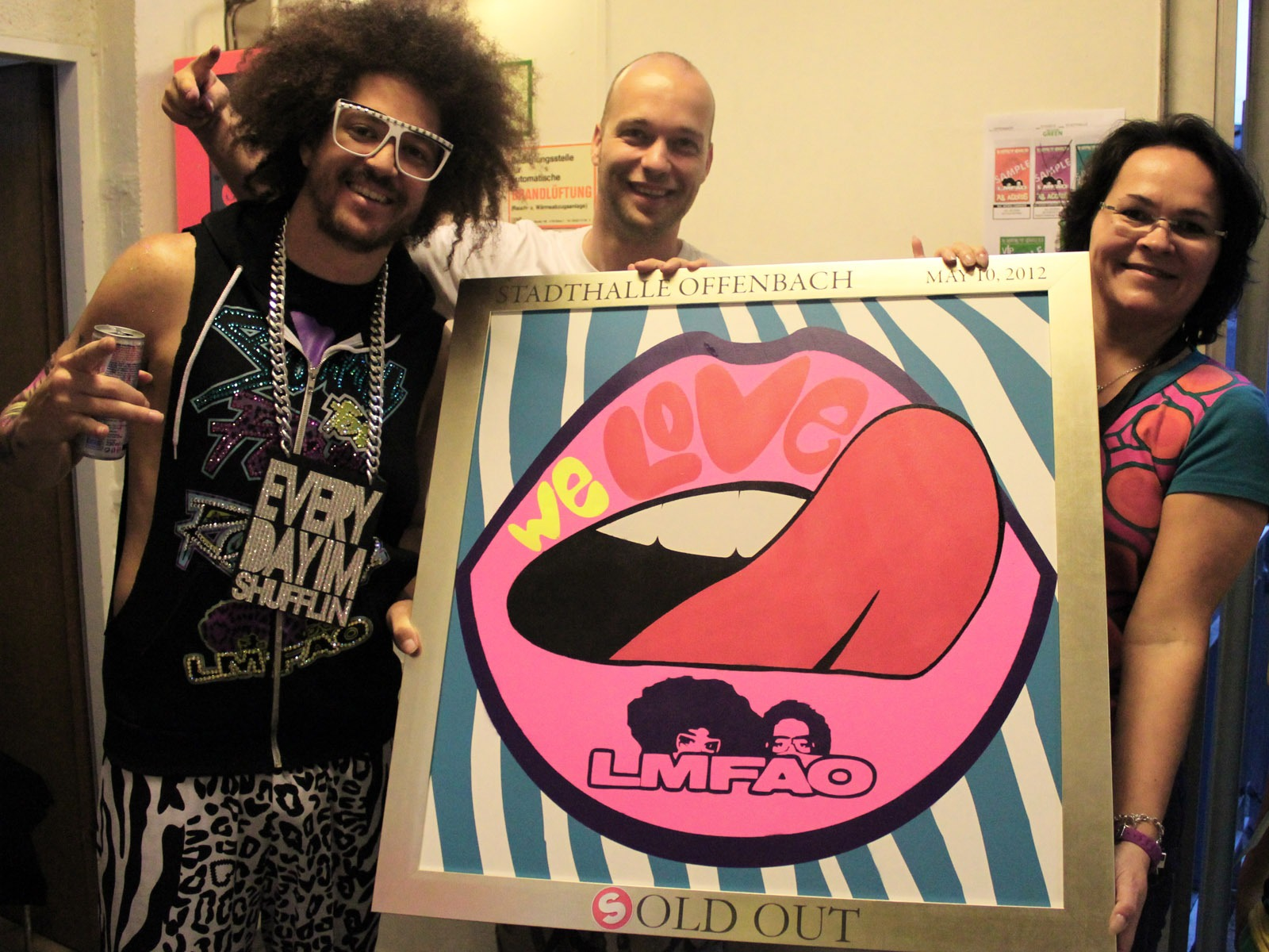 graffitiauftrag_artmos4_sold_out_award_lmfao_Stadthalle_Offenbach_Leinwand_Graffiti