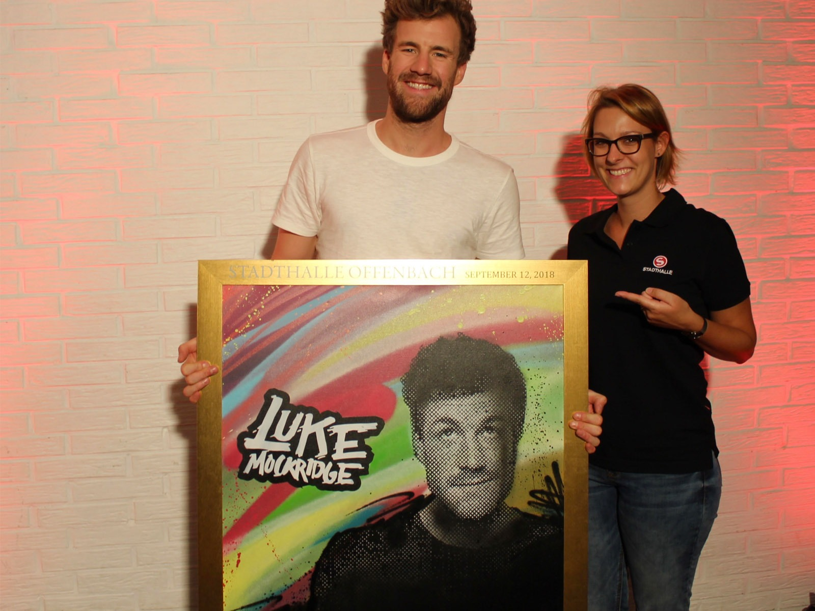 graffitiauftrag_artmos4_sold_out_award_luke_mockridge_Stadthalle_Offenbach_Leinwand_Graffiti