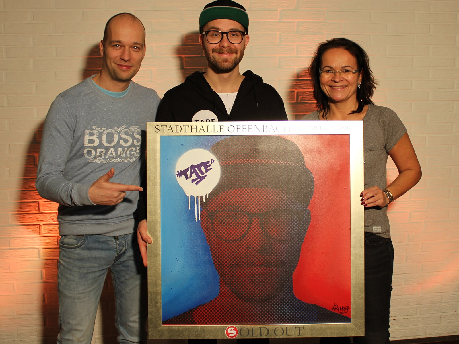 graffitiauftrag_artmos4_sold_out_award_mark_forster_Stadthalle_Offenbach_Leinwand_Graffiti