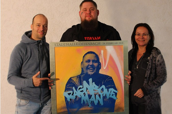 graffitiauftrag_artmos4_sold_out_award_ragnboneman_Stadthalle_Offenbach_Leinwand_Graffiti