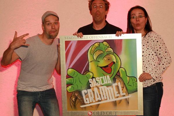 graffitiauftrag_artmos4_sold_out_award_sascha_grammel_Stadthalle_Offenbach_Leinwand_Graffiti