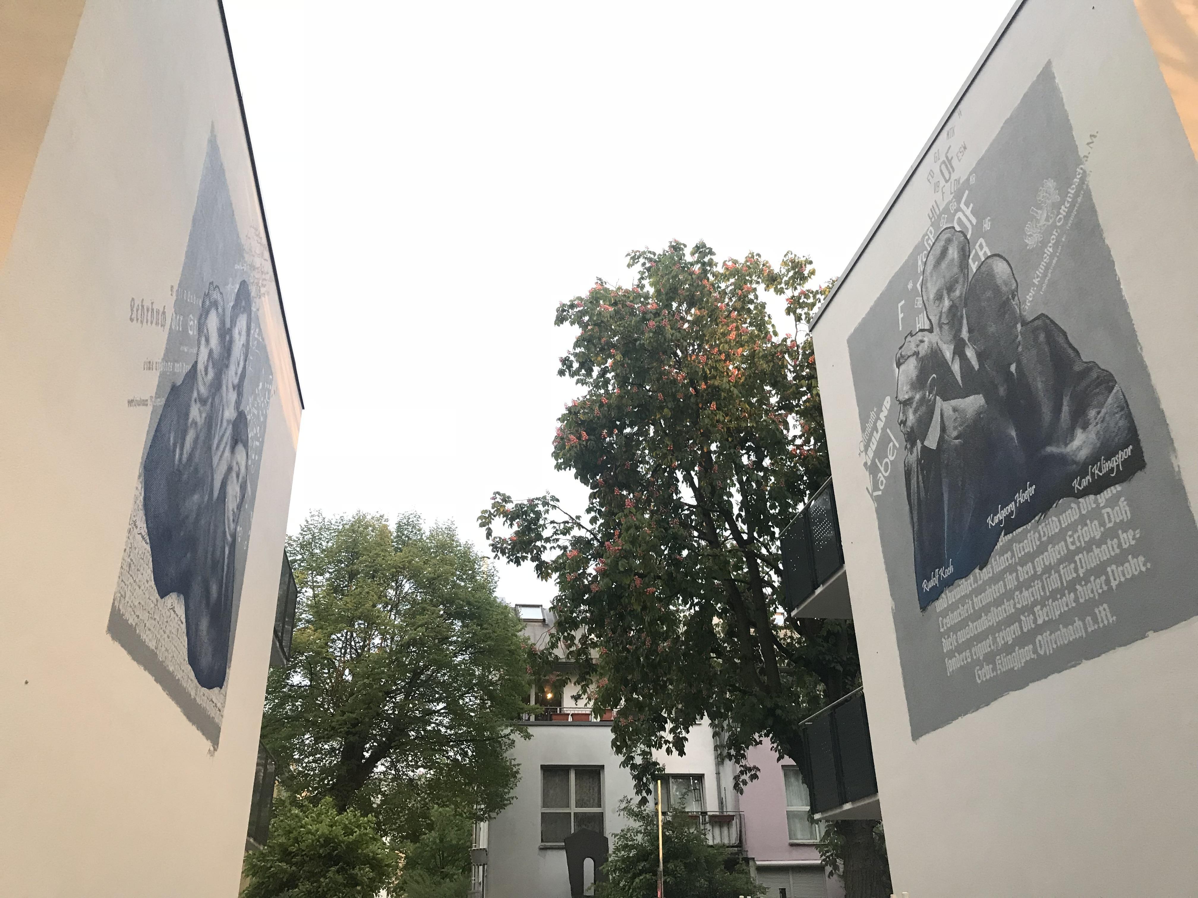 graffitiauftrag-graffitikuenstler-artmos4-baugenossenschaft_odenwaldring_2017_offenbach_menschen_typografie_raster_detail_blau_weiss_aussen