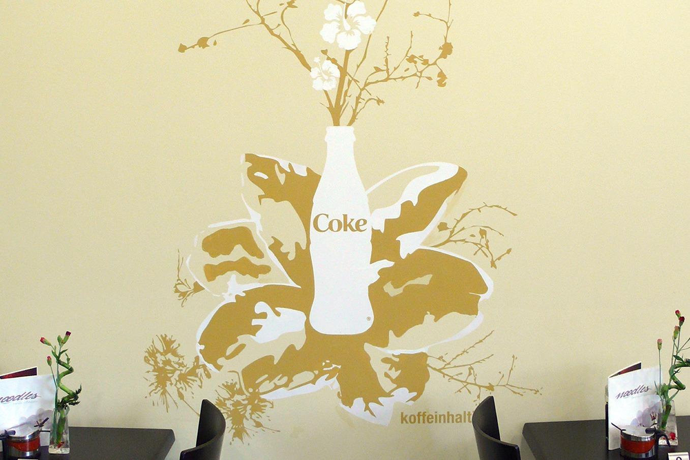 graffitiauftrag-graffitikuenstler-artmos4-Noodles_Wiesbaden_2007_Flasche_Pflanzen_innen_beige_gelb_gold_Folie_Getränke
