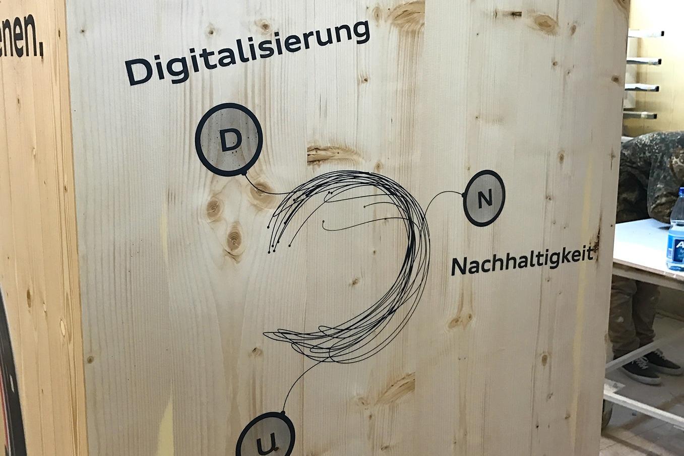graffitiauftrag-graffitikuenstler-artmos4-audi_2017_schrift_kabel_schwarz_rot_fotorealistisch_folie_objekt