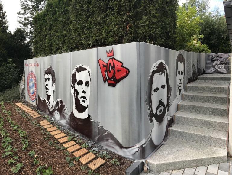 Graffitikuenstler, Graffitiauftrag, Artmos4, FCBayern, Mensch, Logo, Schrift, Grafik, illustrativ