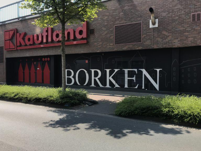 Graffitikuenstler, Graffitiauftrag, Artmos4, Kaufland, Borken, Skyline, Grafisch, Schrift