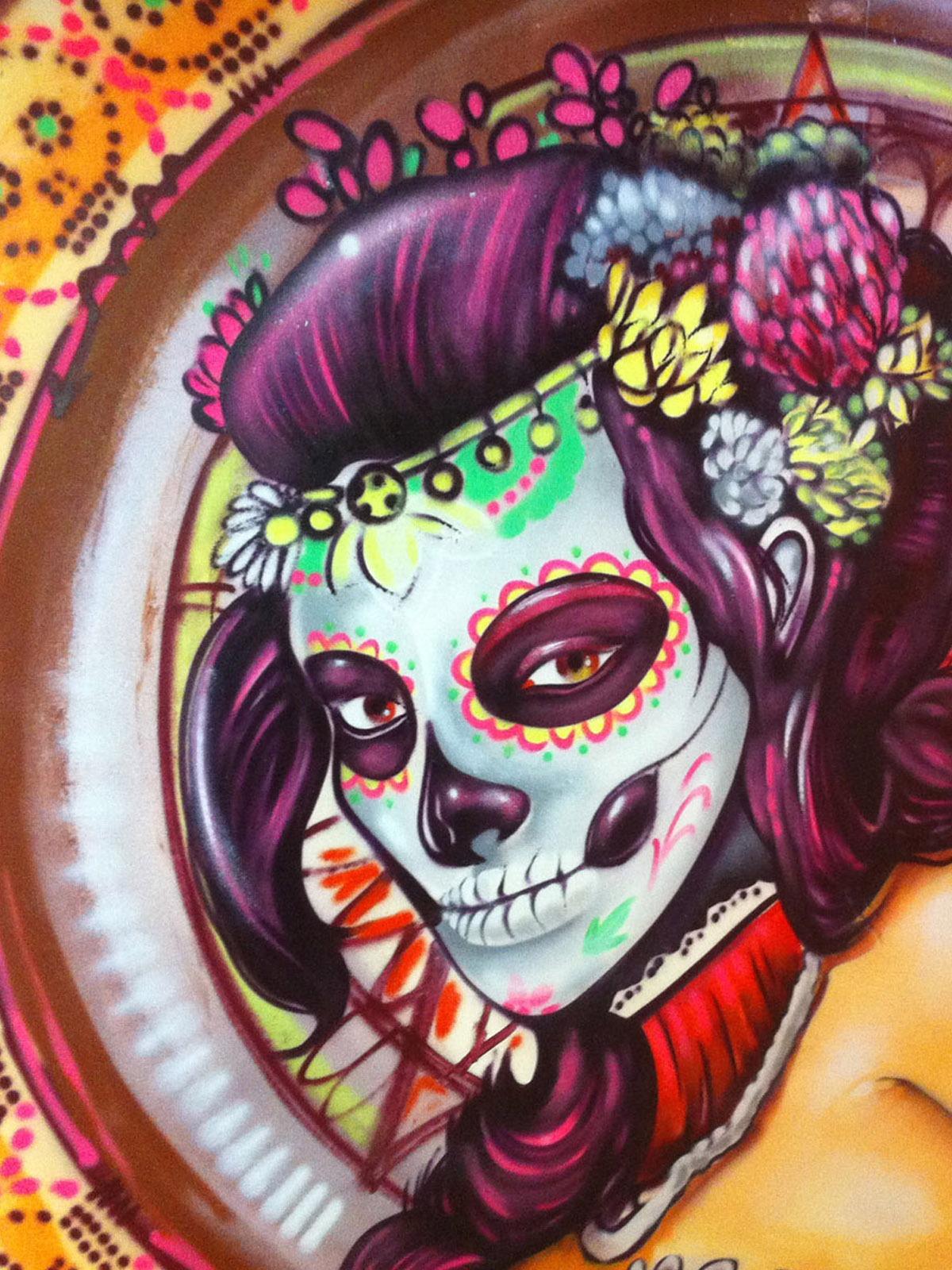 graffitiauftrag-graffitikuenstler-artmos4-cabana-menschen-abstrakt-bunt