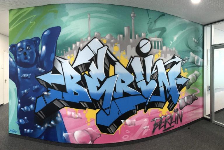 Graffitikuenstler, Graffitiauftrag, Artmos4, CarlZeissMeditec, Bär, Schrift, Comic, Skyline