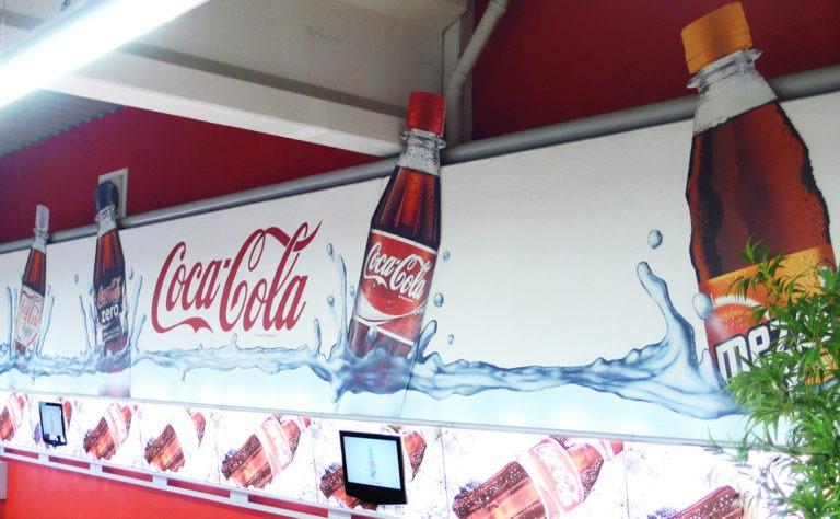 Graffitikuenstler, Graffitiauftrag, Artmos4, CocaCola, Flasche, Logo, Fotorealistisch