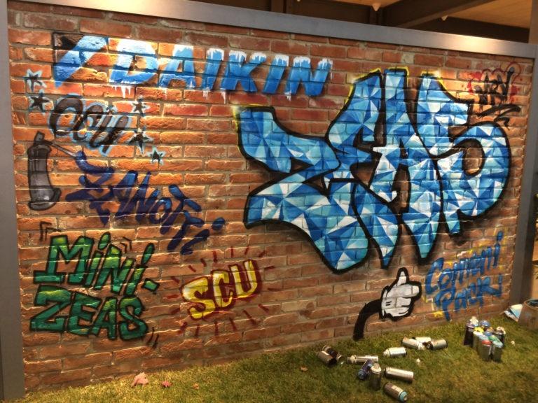 Graffitikuenstler, Graffitiauftrag, Artmos4, Daikin, Schrift, Bunt, Comic
