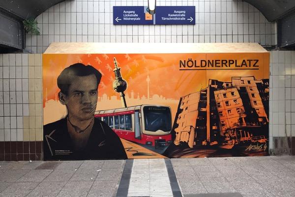 graffitiauftrag-graffitikuenstler-artmos4-db-deutsche-bahn-berlin-noeldnerplatz-2018-innen-fahrzeug-sbahn-raster-skyline-orange-schwarz-illustrativ-kunst