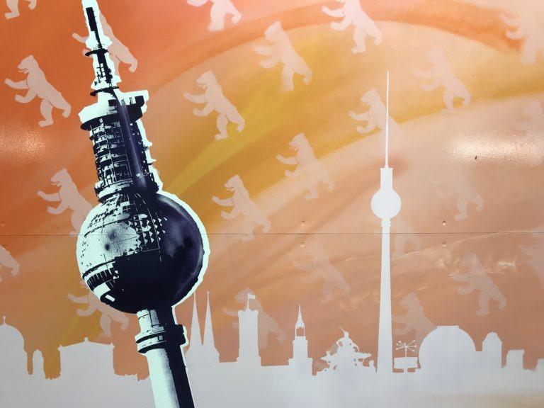 Graffitikuenstler, Graffitiauftrag, Artmos4, DeutscheBahn, BErlin, Grafik, Skyline, Fernsehturm