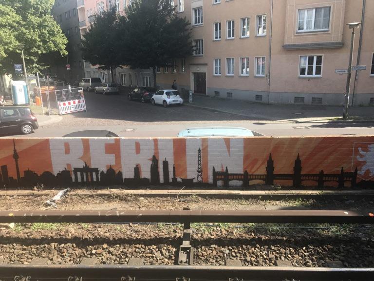 Graffitikuenstler, Graffitiauftrag, Artmos4, DeutscheBahn, Silhouette, Grafisch, Schrift, Logo