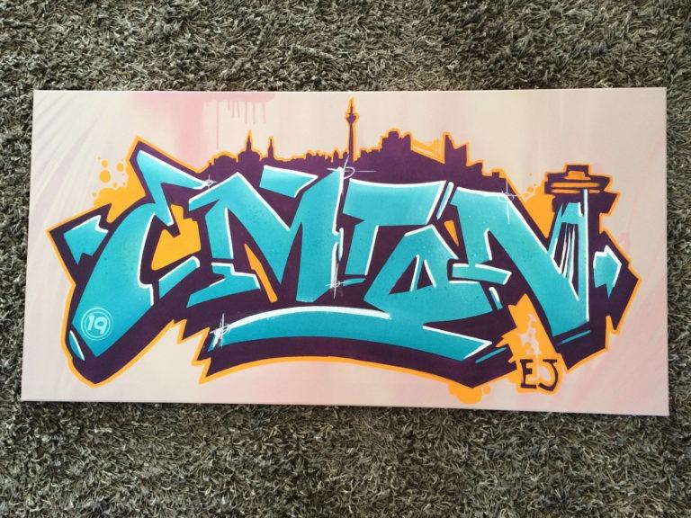 Graffitikuenstler, Graffitiauftrag, Artmos4, Skyline, Schrift, Bunt