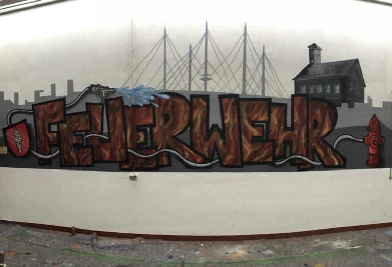 Graffitikuenstler, Graffitiauftrag, Artmos4, Feuerwehr, Schrift, illustration, Skyline