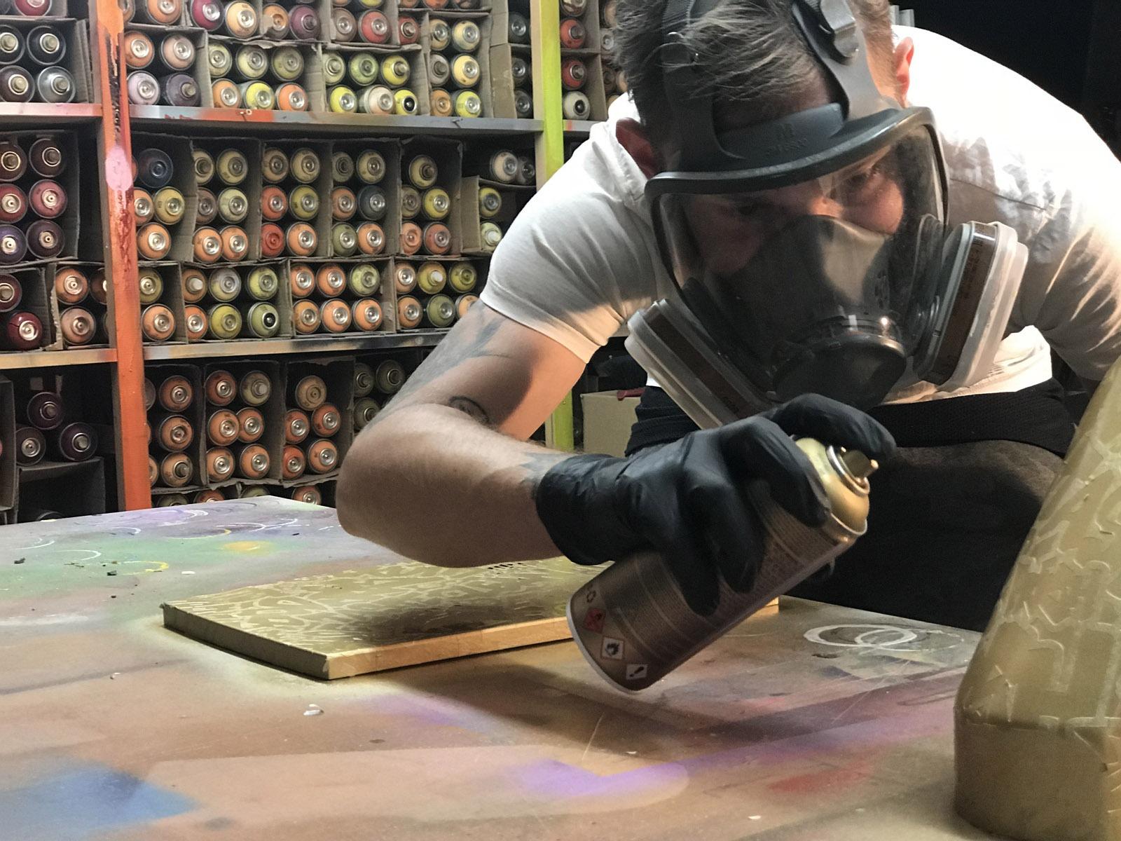 graffitiauftrag-graffitikuenstler-artmos4-graef-kuechenmaschine-2018-objekt-graef-fiti-50-jahre-bunt-swarovsky-folie-tags