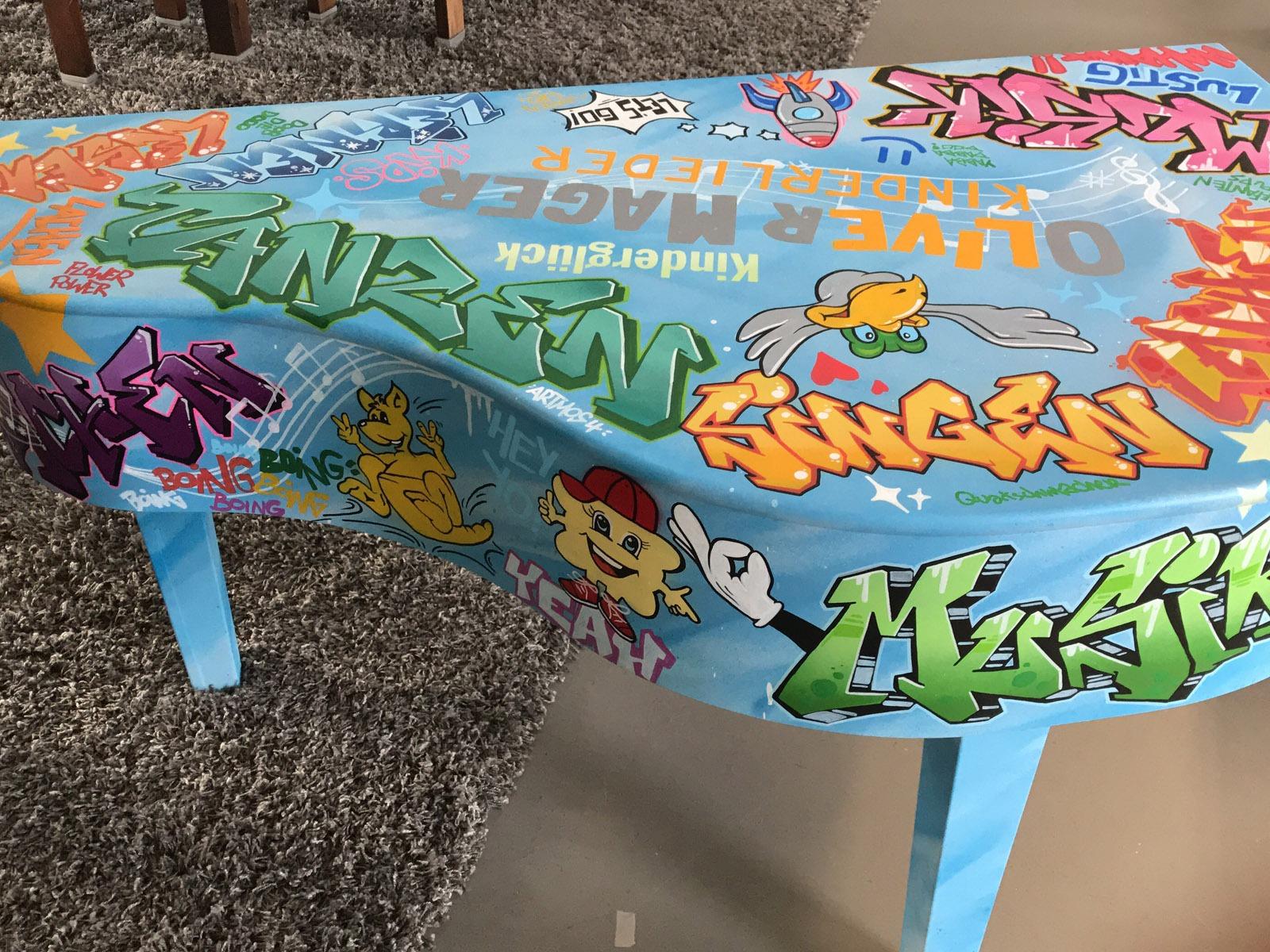 graffitiauftrag-graffitikuenstler-artmos4-graffiti-klavier