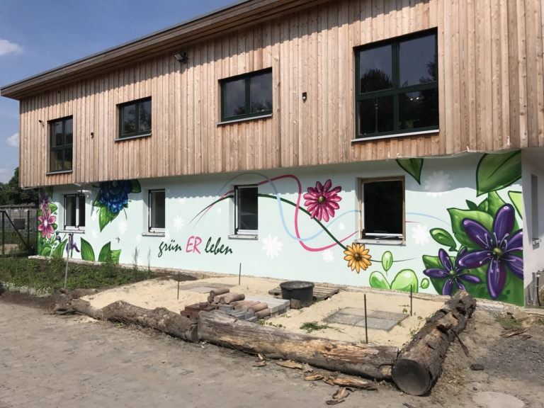 Graffitikuenstler, Graffitiauftrag, Artmos4, GruenerLeben, Blumen, illustrativ, Bunt, Grafik