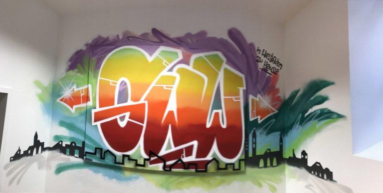 Graffitikuenstler, Graffitiauftrag, Artmos4, GWW, Schrift, Skyline, Bunt