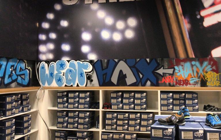 Graffitikuenstler, Graffitiauftrag, Artmos4, Haix, Bunt, Tags, Graffiti