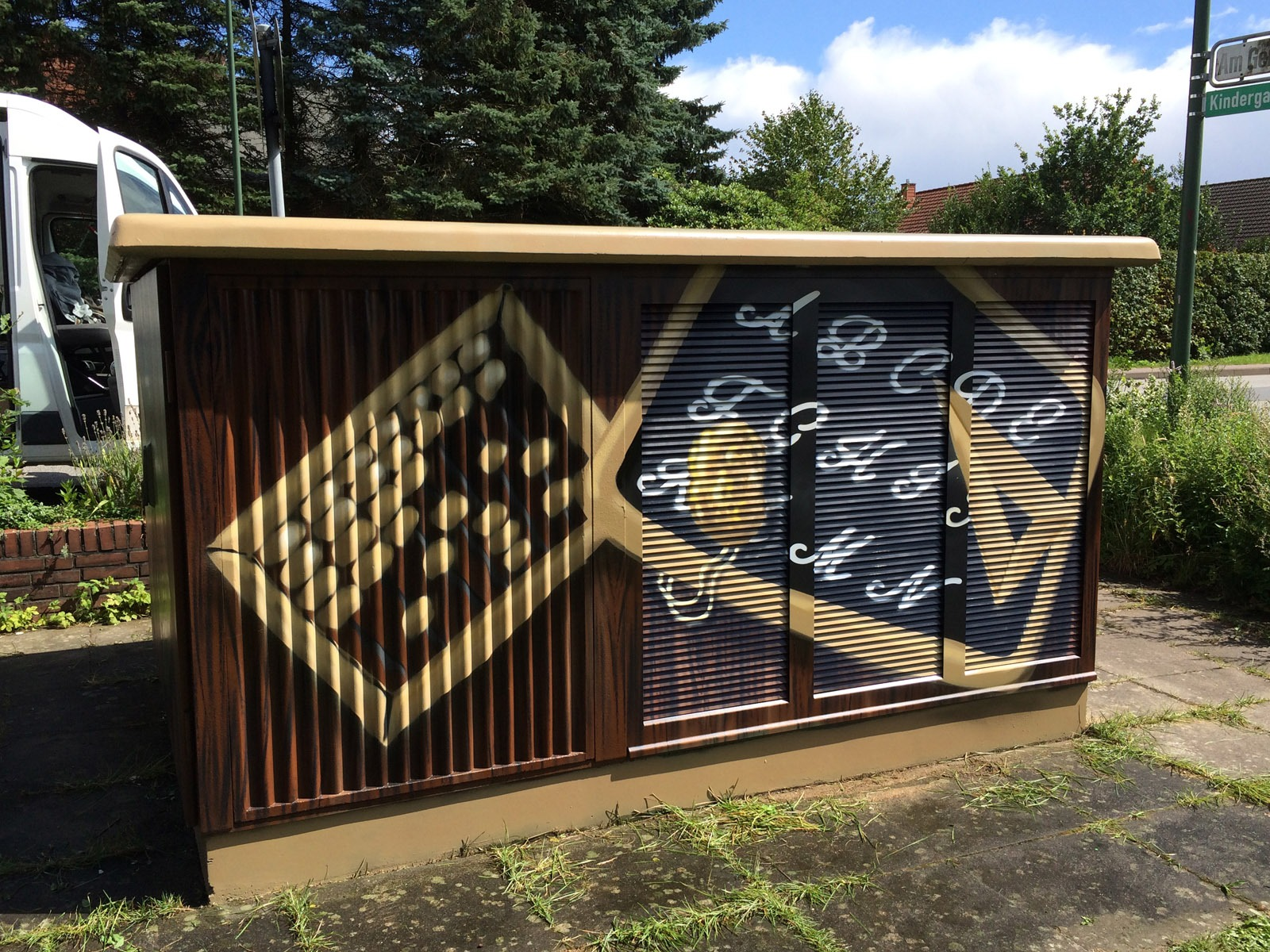 graffitiauftrag-graffitikuenstler-artmos4-hansewerk-2016-holz-schule-schrift-braun-beige-fotorealistisch-aussen-energieversorger