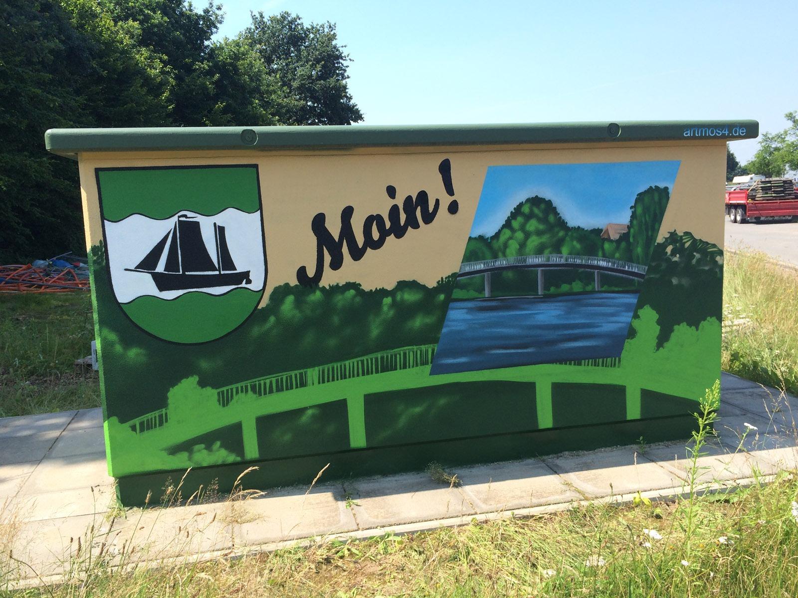 graffitiauftrag-graffitikuenstler-artmos4-hansewerk-2016-landschaft-schrift-wappen-gruen-beige-illustrativ-aussen-energieversorger