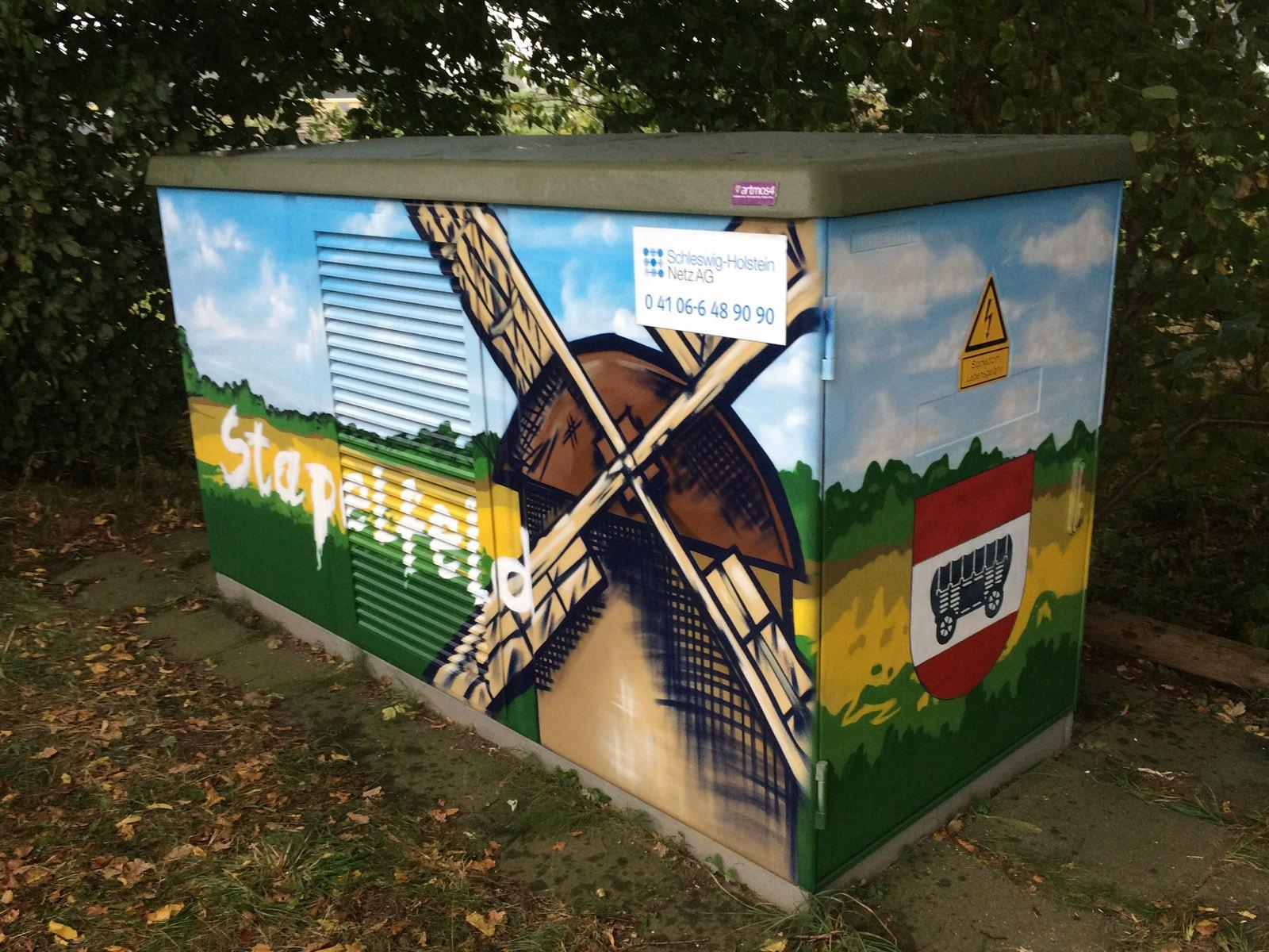 graffitiauftrag-graffitikuenstler-artmos4-hansewerk-2016-landschaft-schrift-wappen-gruen-gelb-blau-illustrativ-aussen-energieversorger