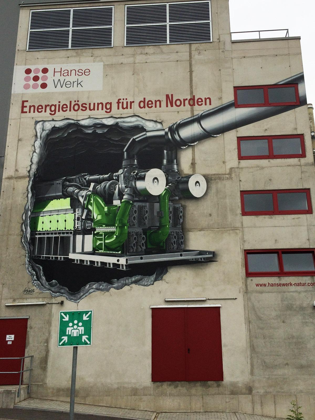 graffitiauftrag-graffitikuenstler-artmos4-hansewerk-2016-mauer-rohre-schrift-grau-gruen-fotorealistisch-aussen-energieversorger