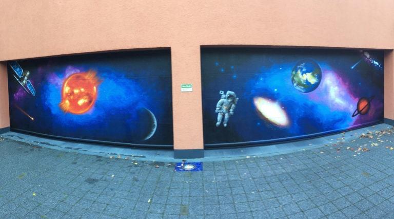 Graffitikuenstler, Graffitiauftrag, Artmos4, Weltraum, Satellit, Astronaut, illustrativ