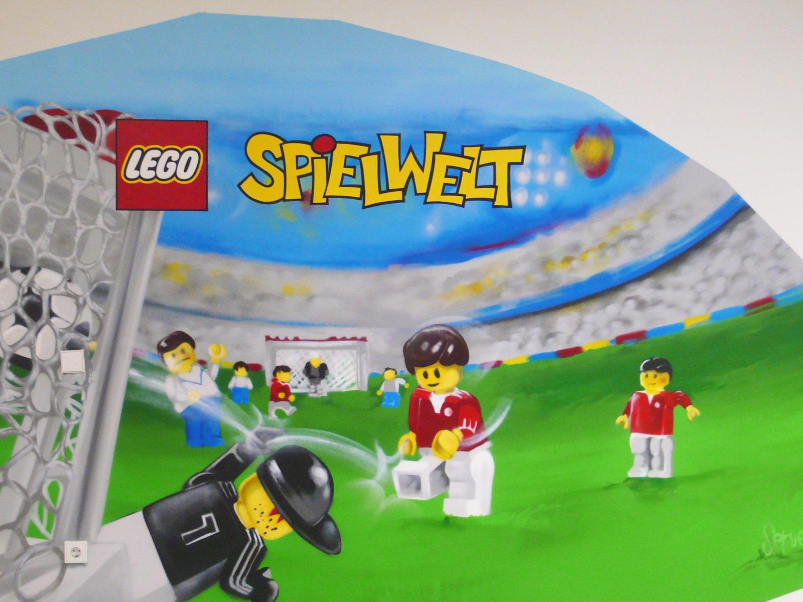 graffitiauftrag-graffitikuenstler-artmos4-lego-2011-fahrzeug-auto-flugzeug-landschaft-tier-wasser-feuerwehr-fussball-innen-bunt-comic-spielzeug