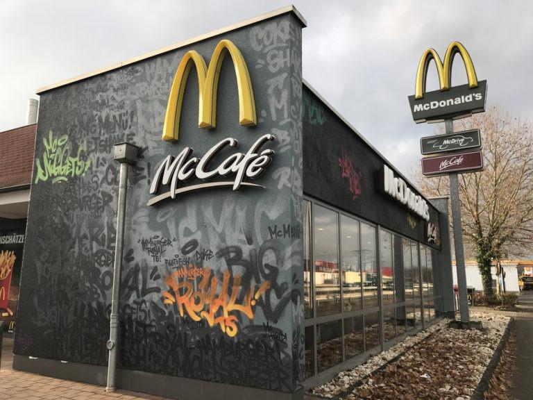 Graffitikuenstler, Graffitiauftrag, Artmos4, McDonalds, Schrift, Tags, Style