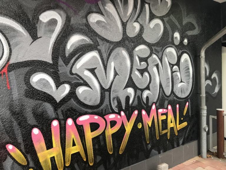 Graffitikuenstler, Graffitiauftrag, Artmos4, McDonalds, Schrift, Tags, Graffiti