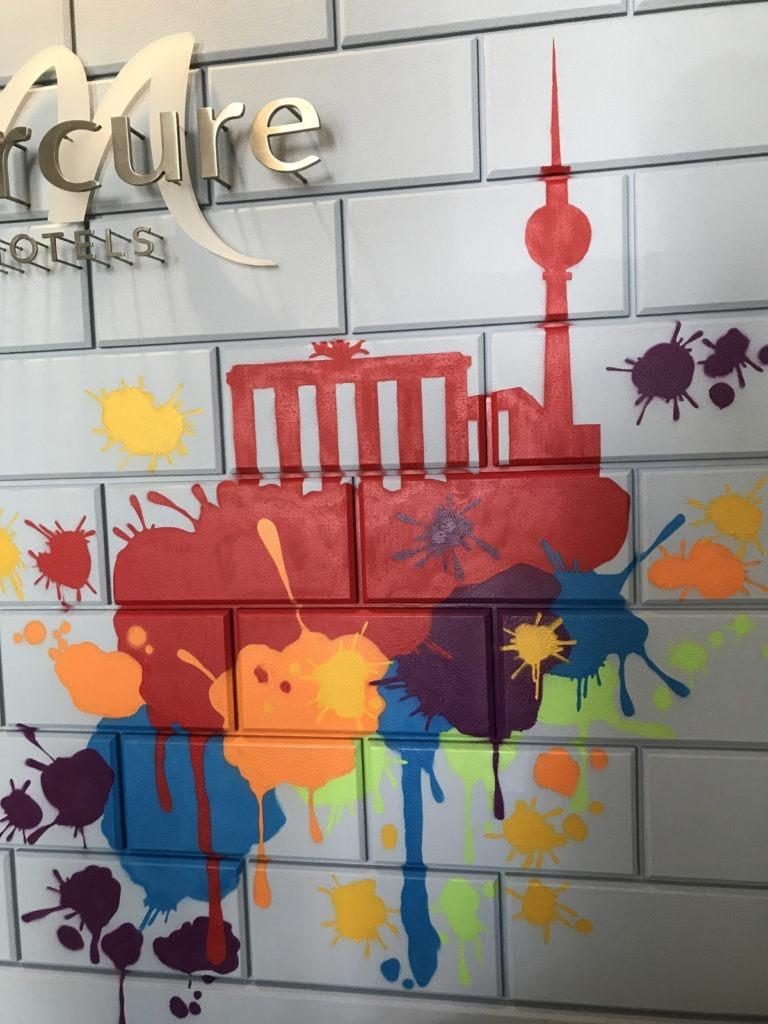 Graffitikuenstler, Graffitiauftrag, Artmos4, MercureHotel, Silhouette, Grafisch, Bunt