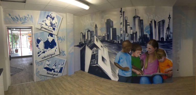 Graffitikuenstler, Graffitiauftrag, Artmos4, NassauischeHeimstätte, Kinder, Lesen, Skyline, Frankfurt, Fotorealistisch, Polaroid