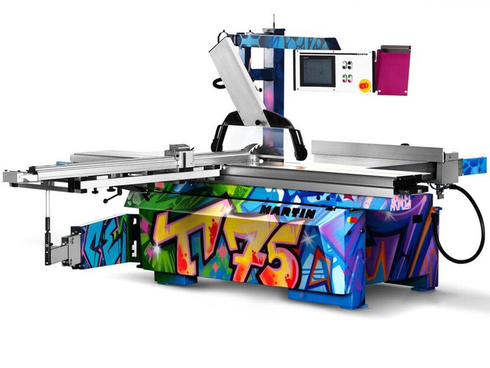 graffitiauftrag-graffitikuenstler-artmos4-otto-martin-gmbh-formatkreissaege2-artmos4-graffitiauftrag-graffiti-syle-tag-streetart-maschine