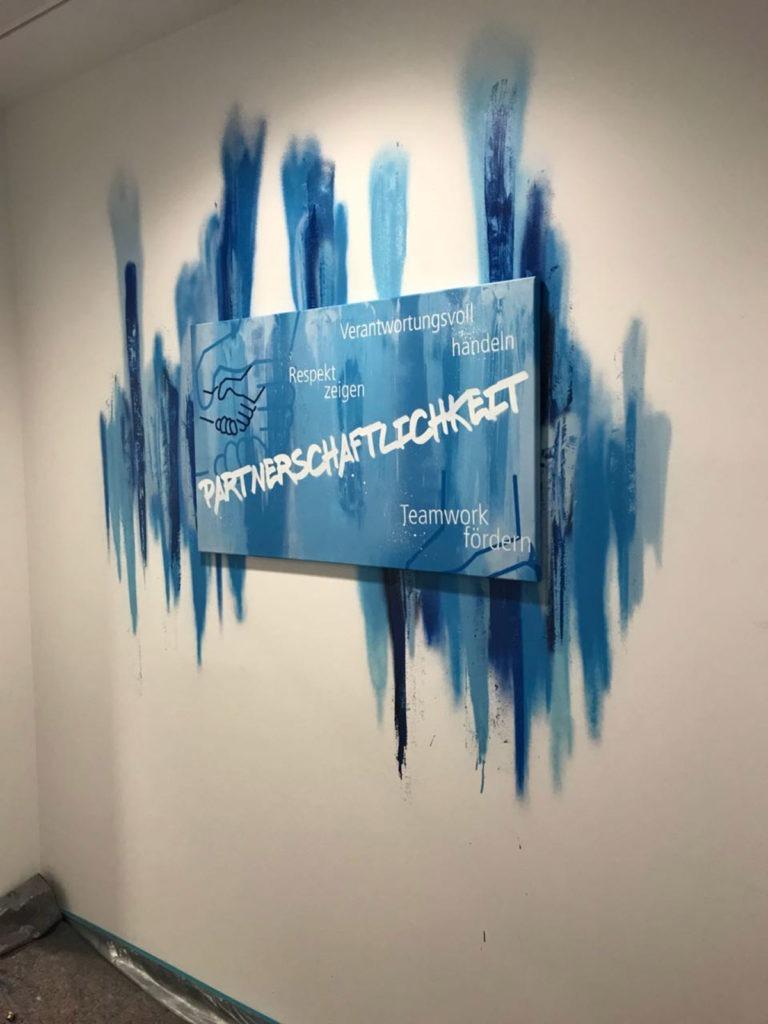 Graffitikuenstler, Graffitiauftrag, Artmos4, Real, Schriftzug, Schlagwoerter, Leinwand