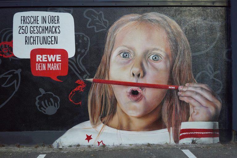 Graffitikuenstler, Graffitiauftrag, Artmos4, Rewe, Obst, Gemuese, Grafik, Skyline, Fotorealistisch, Schrift, Person