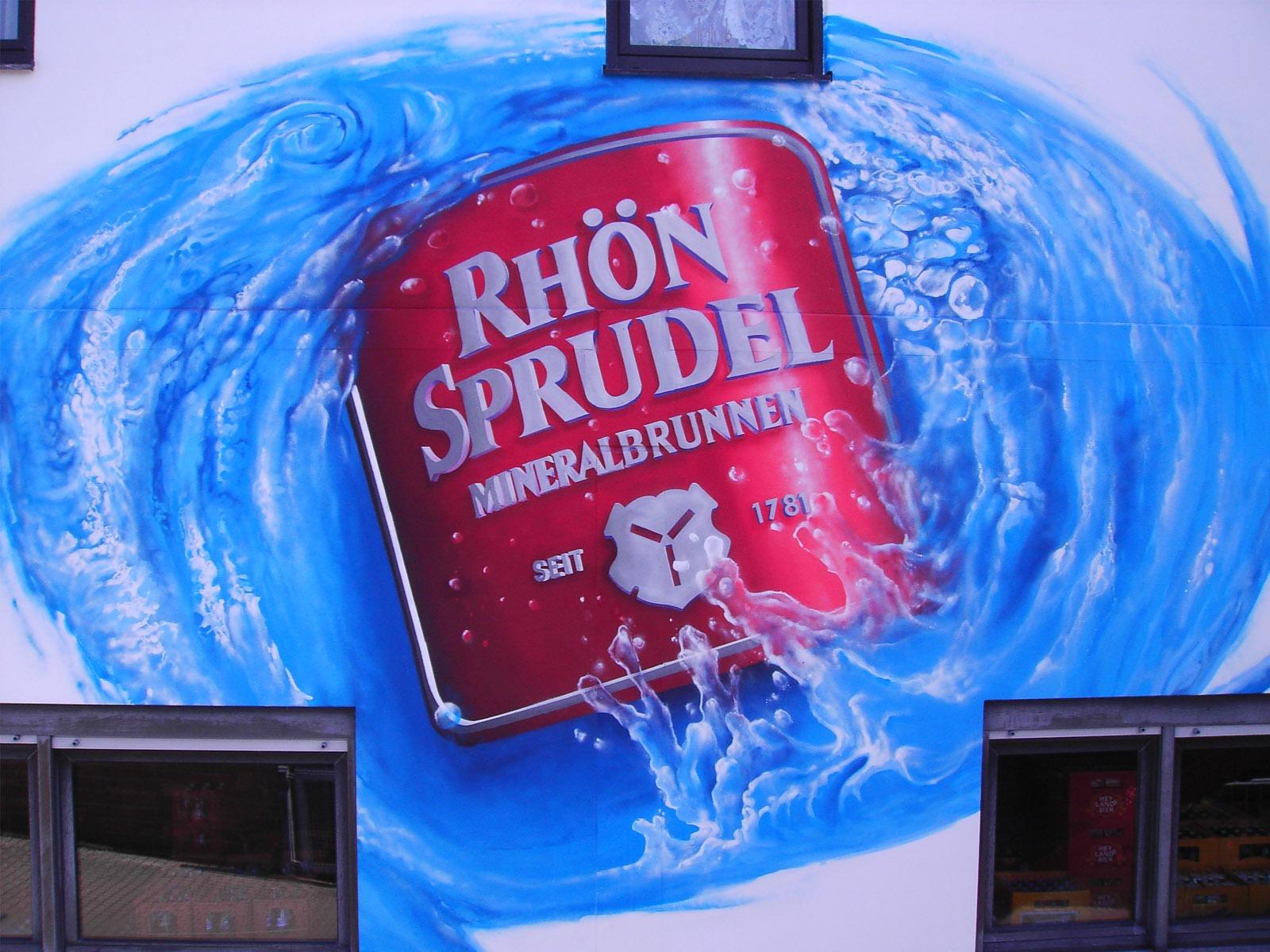 graffitiauftrag-graffitikuenstler-artmos4-rhoen-sprudel-oesterlein-2004-landschaft-wasser-flasche-aussen-blau-fotorealistisch-getraenke-handel