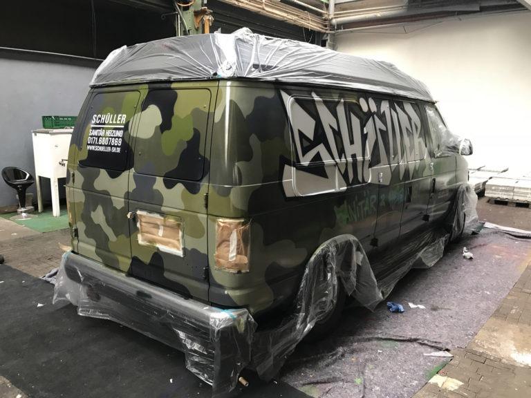 Graffitikuenstler, Graffitiauftrag, Artmos4, SchuellerSanitaer, Fahrzeug, Camouflage, Schrift, Bus