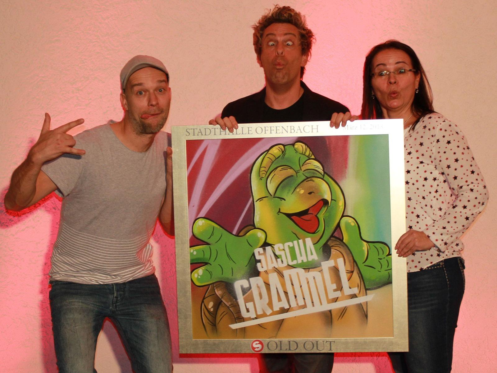 graffitiauftrag-graffitikuenstler-artmos4-sold-out-award-sascha-grammel-stadthalle-offenbach-leinwand-graffiti