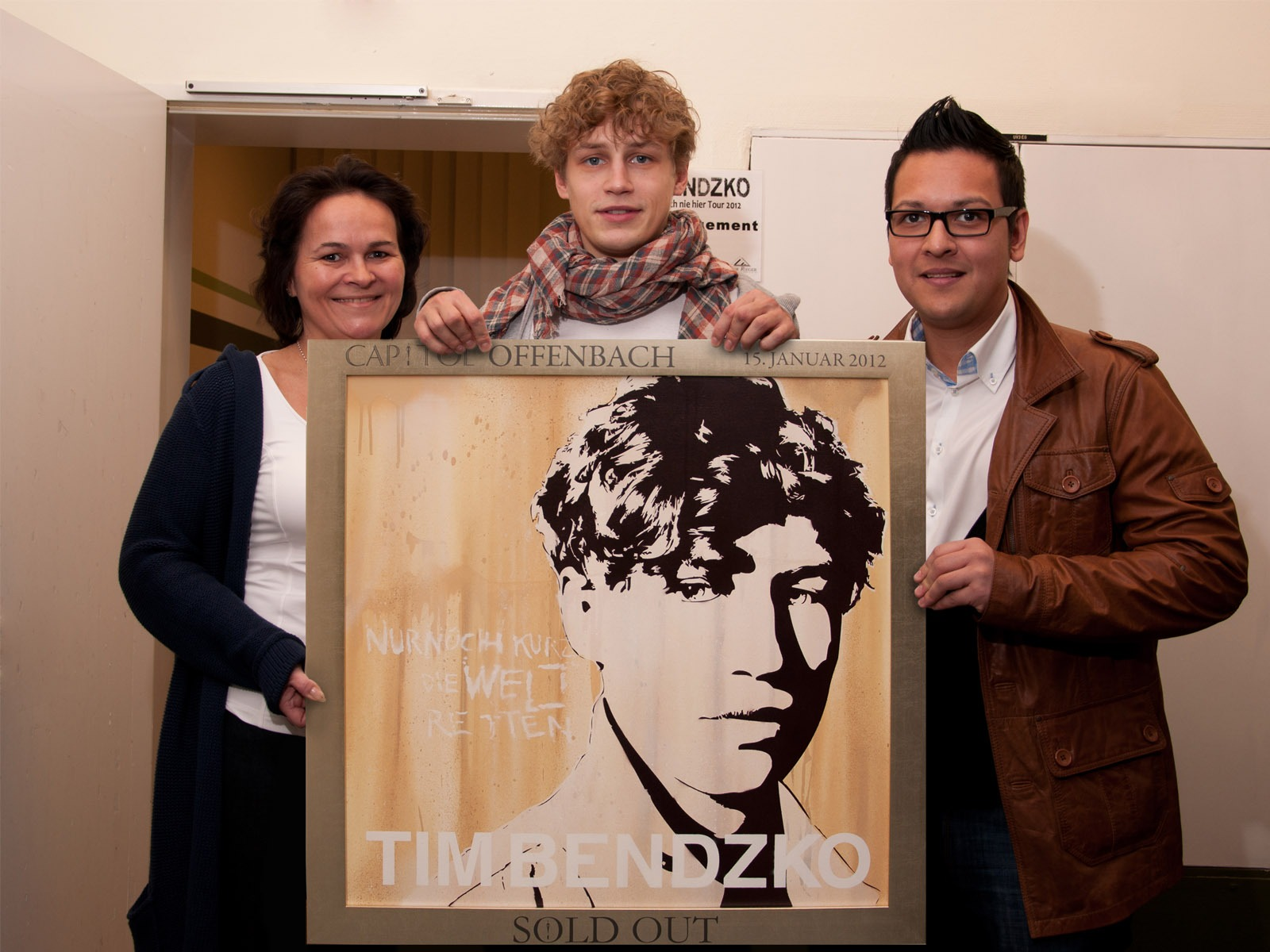graffitiauftrag-graffitikuenstler-artmos4-sold-out-award-tim-bendzko-stadthalle-offenbach-leinwand-graffiti